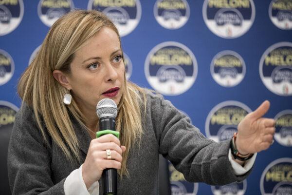 """Meloni prova a ricompattare il centrodestra: """"Intergruppo con Salvini e Berlusconi"""""""