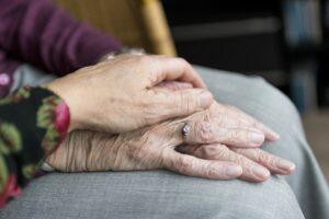 Giuseppe e Maria, l'amore oltre il coronavirus: festeggiano 62 anni di nozze in clinica