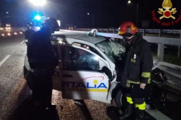 Incidente all'alba sulla BreBeMi tra auto e tir: ferite due guardie giurate, uno è grave