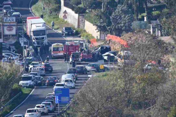 Scontro tra due auto sulla Casilina, muore bimba di 9 anni