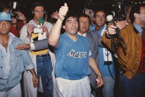 Maradona ci dimostra che Napoli è l'habitat ideale per il genio