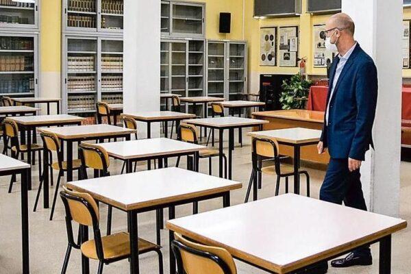 """Scuole chiuse in Campania, lettera a Mattarella: """"Bambini e ragazzi discriminati"""""""