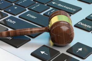 """""""Sito del Tribunale in tilt, avvocati costretti a scambiare informazioni in chat"""", l'accusa di una penalista"""