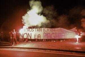 Napoli è una polveriera, le istituzioni imparino a gestire la tensione sociale si rischia esplosione