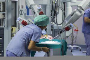 L'Istituto Pascale fa scuola: 250 medici dall'Asia in streaming per seguire un intervento chirurgico