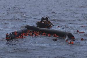 Strage di migranti in mare, muore anche il piccolo Joseph di 6 mesi