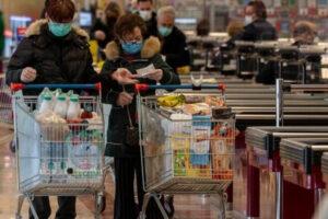 Luoghi dove è più probabile contagiarsi, i supermercati in testa alla lista