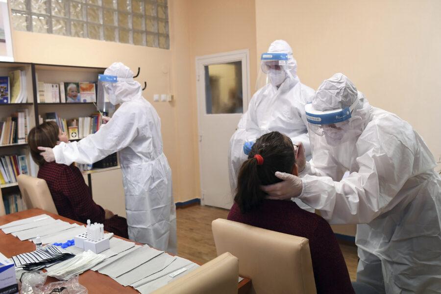 Coronavirus in Campania, online l'app e il sito per prenotare lo screening scuola