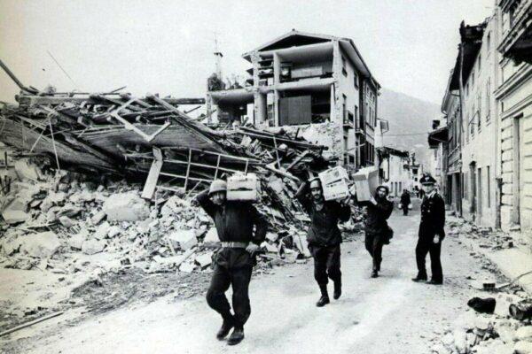 Dal 1980 si governa a colpi di emergenza, così il sisma in Irpinia ha cambiato l'Italia
