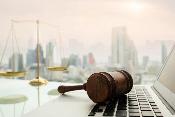 Subito una legge per le udienze da remoto o nei tribunali sarà caos totale