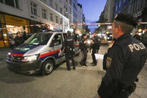 """Attacco a Vienna, 4 morti nell'assalto multiplo: """"Terrorista ucciso simpatizzante Isis"""""""