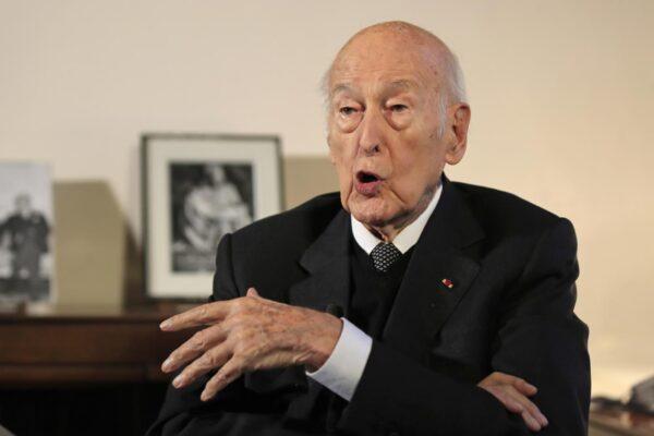 Francia in lutto, morto l'ex presidente Giscard d'Estaing: era positivo al covid