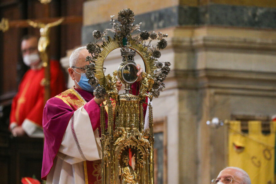 San Gennaro, niente miracolo a Napoli: teca riportata in Cappella