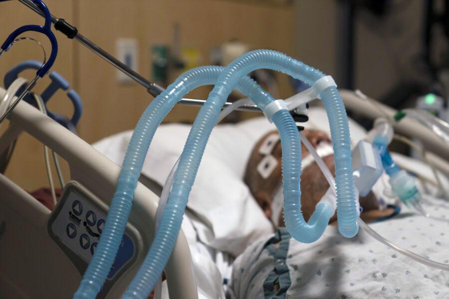 Coronavirus, 475 decessi e 16.310 contagi: pericolo variante, stop voli dal Brasile