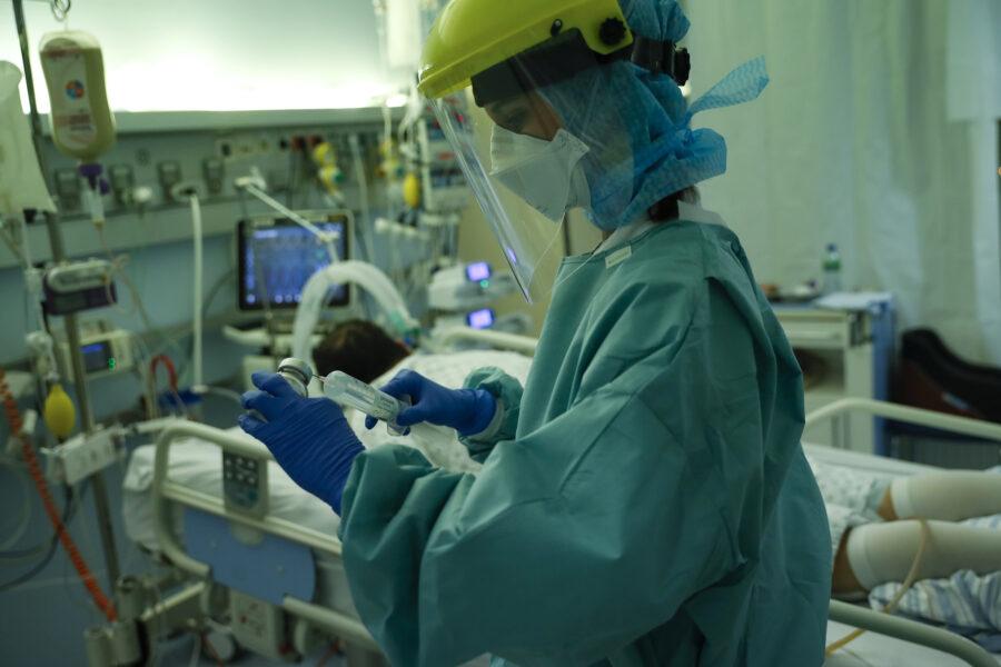 Il nuovo ceppo inglese è già in Italia: isolato il paziente a Roma, arriva dalla Gran Bretagna