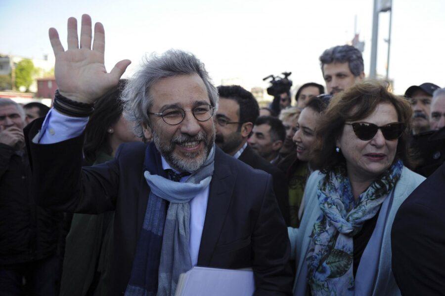 Can Dundar condannato a 27 anni: persecuzione senza fine per il giornalista turco