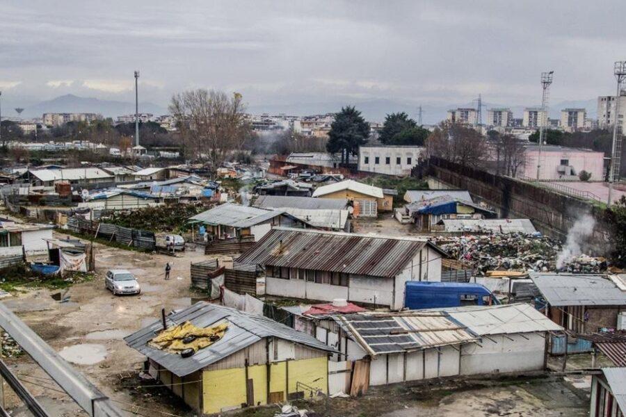 """Madre morta perché bloccata nel campo rom di Scampia: """"Giustizia per Anna, appello contro ogni forma di apartheid"""""""