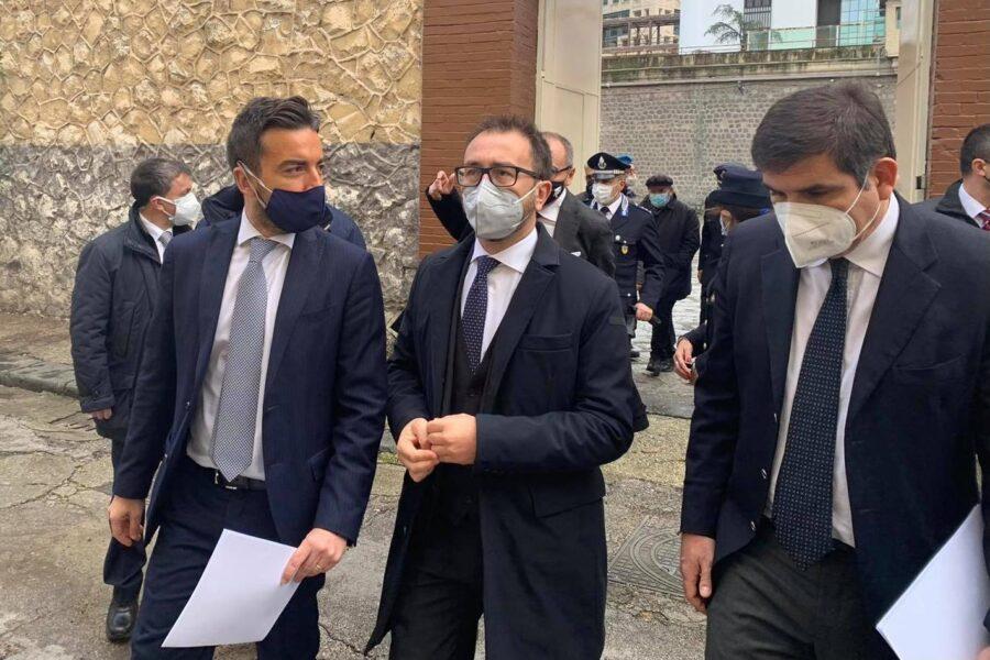 """Bonafede visita Poggioreale, il Garante e il cappellano: """"Decarcerizzaizone e depenalizzazione uniche soluzioni"""""""