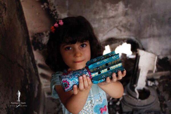 Gli ordigni diventano opere d'arte nella mostra fotografica di Akram Sweedan per Imbavagliati