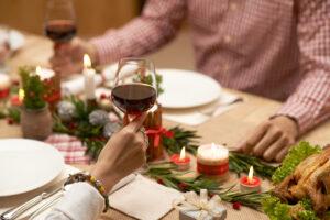 Natale e Capodanno in zona rossa, cosa si può fare e cosa no: amici, under 14 e spostamenti