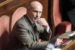 """""""Casaleggio deve smetterla di mentire, il M5S è suo e decide tutto"""", l'accusa di Gregorio De Falco"""