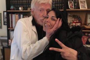 Stefano Ansaldi con la cantante napoletana Nancy Coppola, sua paziente
