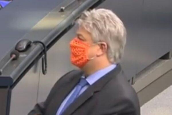Dalla mascherina traforata in Parlamento al ricovero per Covid: il 'contrappasso' per il deputato di estrema destra