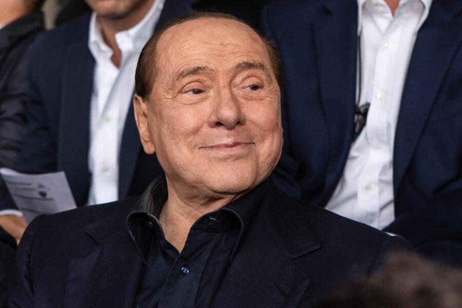 """Silvio Berlusconi è morto, la fake news smentita da tutti: """"C'è e domani torna a casa"""""""