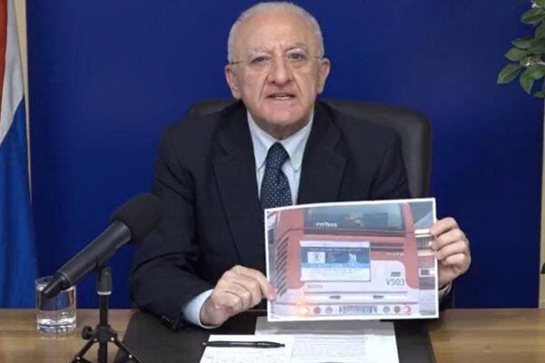 """""""Vieni a Milano a curarti"""", la pubblicità che fa imbestialire De Luca: """"È il Pascale il migliore in Italia"""""""