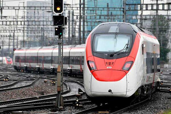 """La Svizzera interrompe i treni per l'Italia: """"Non riusciamo a garantire norme Dpcm"""""""