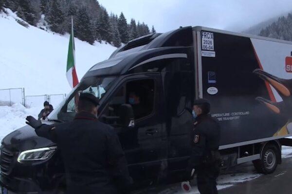 Il vaccino anti-Covid arrivato a Roma scortato dai carabinieri: consegnate 10mila dosi