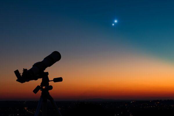 Allineamento tra Giove e Saturno, perché accade ed è un evento straordinario?