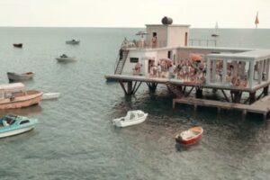 Storia dell'Isola delle Rose, lo Stato indipendente al largo di Rimini diventato un film Netflix