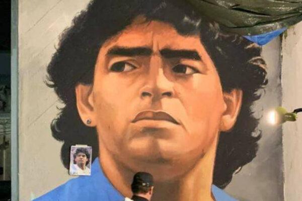 """Napoli, nuovo murales per Maradona: """"È uno scudo per difenderci e una spada per attaccare"""""""