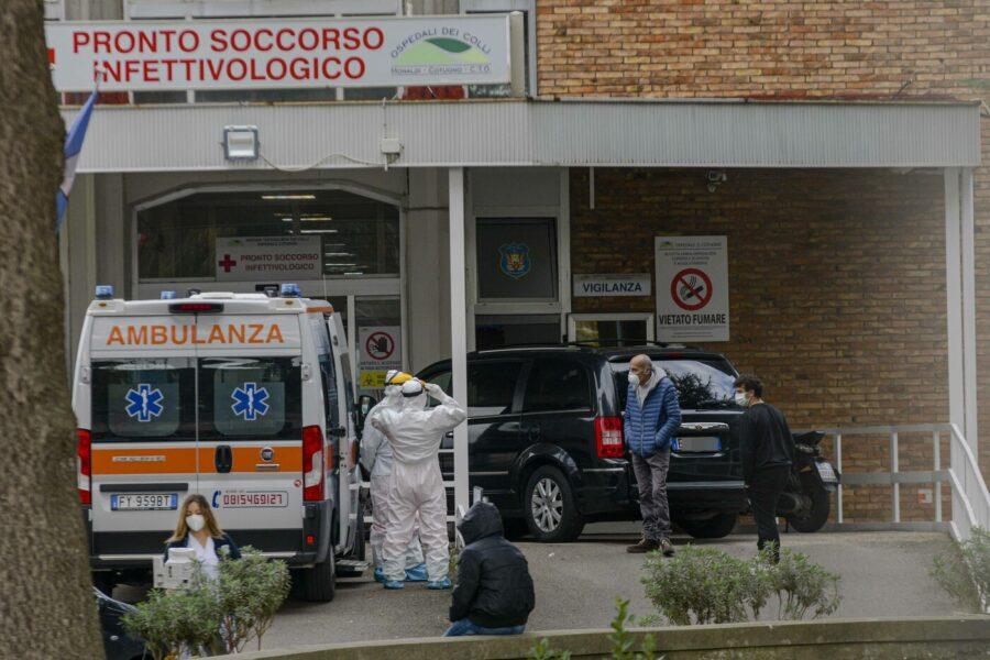 Coronavirus, a Napoli mortalità doppia rispetto alla Campania: la mappa dei quartieri più contagiati
