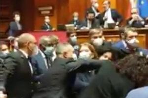 Ressa in Senato, assembramenti e alta tensione tra i parlamentari: altro che distanziamento