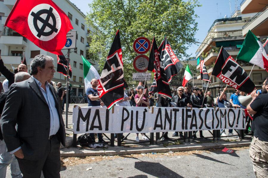 Forza Nuova si scioglie e si 'ricicla' in Italia Libera, nuovo contenitore politico con gilet arancioni e no mask