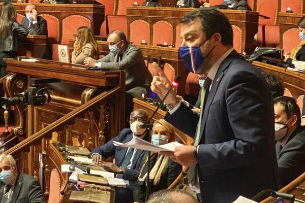 Salvini torna ad evocare in Senato il complotto sul Coronavirus creato in un laboratorio cinese