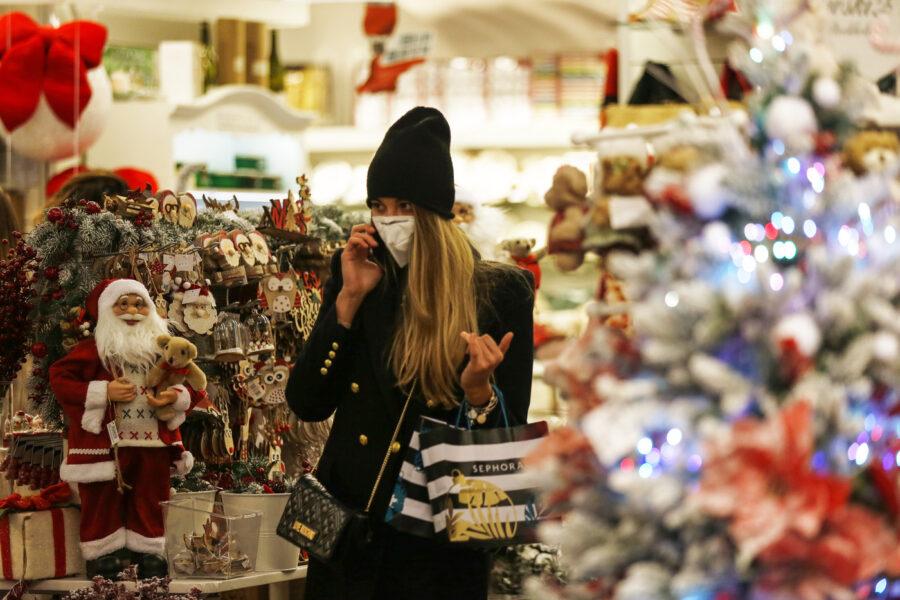 Spostamenti, cenone, negozi e congiunti: cosa prevede il Dpcm che 'blinda' il Natale
