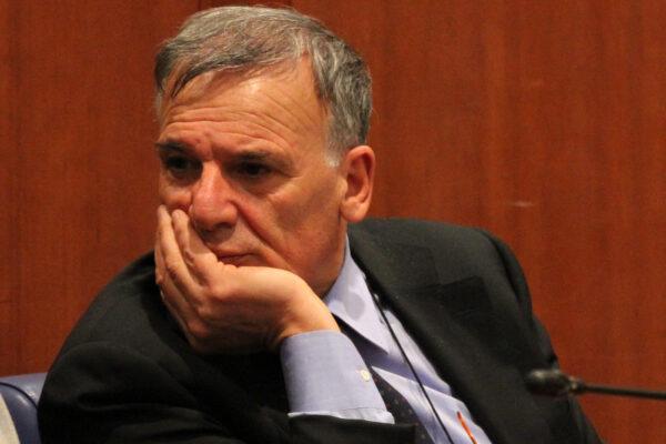 Liberato Domenico Tallini, ma abbandonato da tutti ha dovuto giurare che rinuncia alla politica…