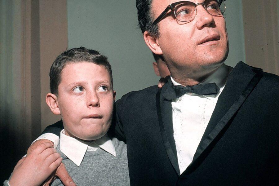 Claudio Villa, con suo figlio Mauro in primo piano