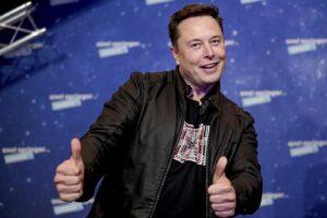Elon Musk è l'uomo più ricco del mondo: superato Jeff Bezos di Amazon