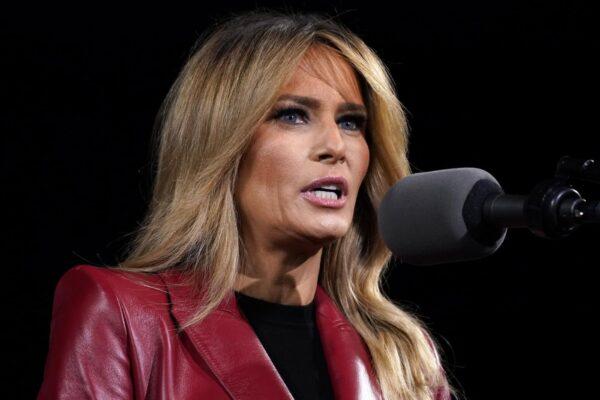 """Melania Trump condanna l'attacco al Campidoglio: """"Pettegolezzi fuorvianti sul mio conto"""""""
