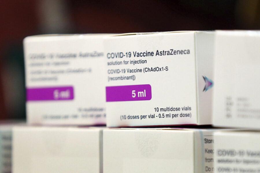 AstraZeneca, via libera dell'Ema al vaccino: potrà essere somministrato dai 18 anni (anche agli over 55)