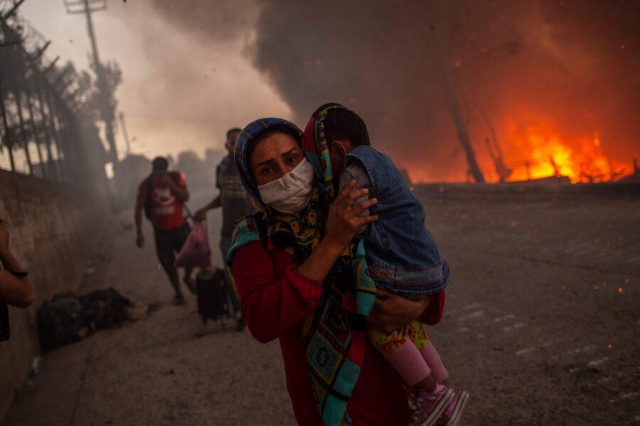 Storia di Fatima, sopravvissuta in Africa sfida la vita nell'inferno di Napoli
