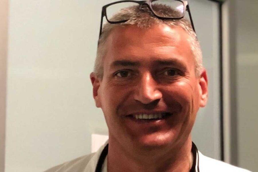 Chi è il medico Carlo Mosca, da eroe della prima ondata all'accusa di omicidio volontario