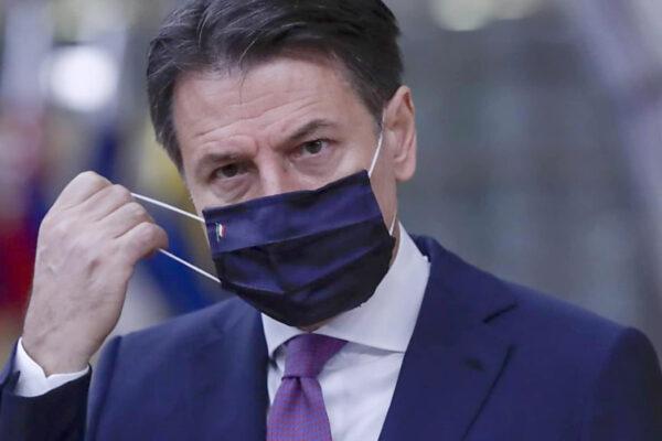 """Crisi di governo, Conte non trova costruttori e Renzi si dice disponibile: """"Ripartiamo"""""""