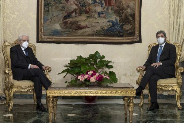 """Mandato esplorativo a Fico, riferirà martedì 2 febbraio. Mattarella: """"Serve governo forte"""""""