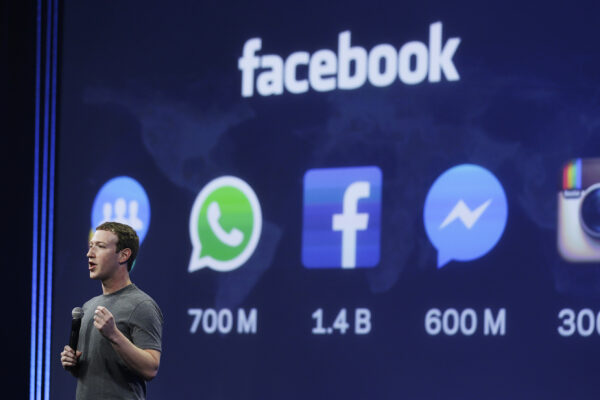 """Facebook riduce i contenuti politici per gli utenti: """"Basta conversazioni divisive"""""""