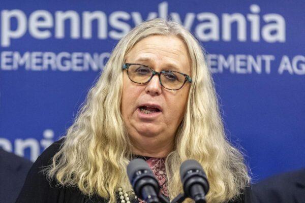 Chi è Rachel Levine, la prima trans nell'amministrazione USA: è sottosegretaria alla Sanità